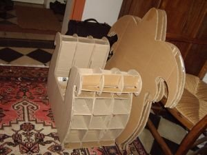 pour commencer un fauteuil en carton carton et patine. Black Bedroom Furniture Sets. Home Design Ideas