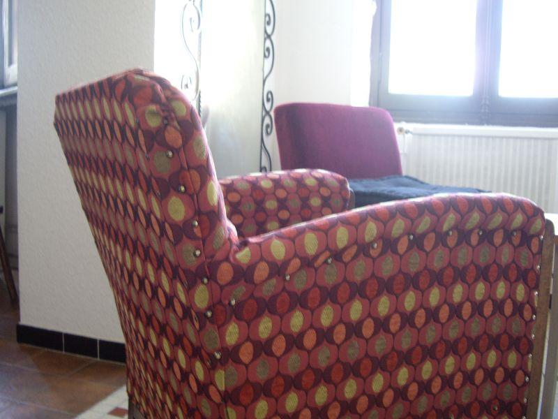un fauteuil retapisser suite et fin fin carton et patine. Black Bedroom Furniture Sets. Home Design Ideas