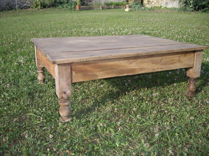 Transformation d une table en table basse carton et patine - Renover table en bois ...